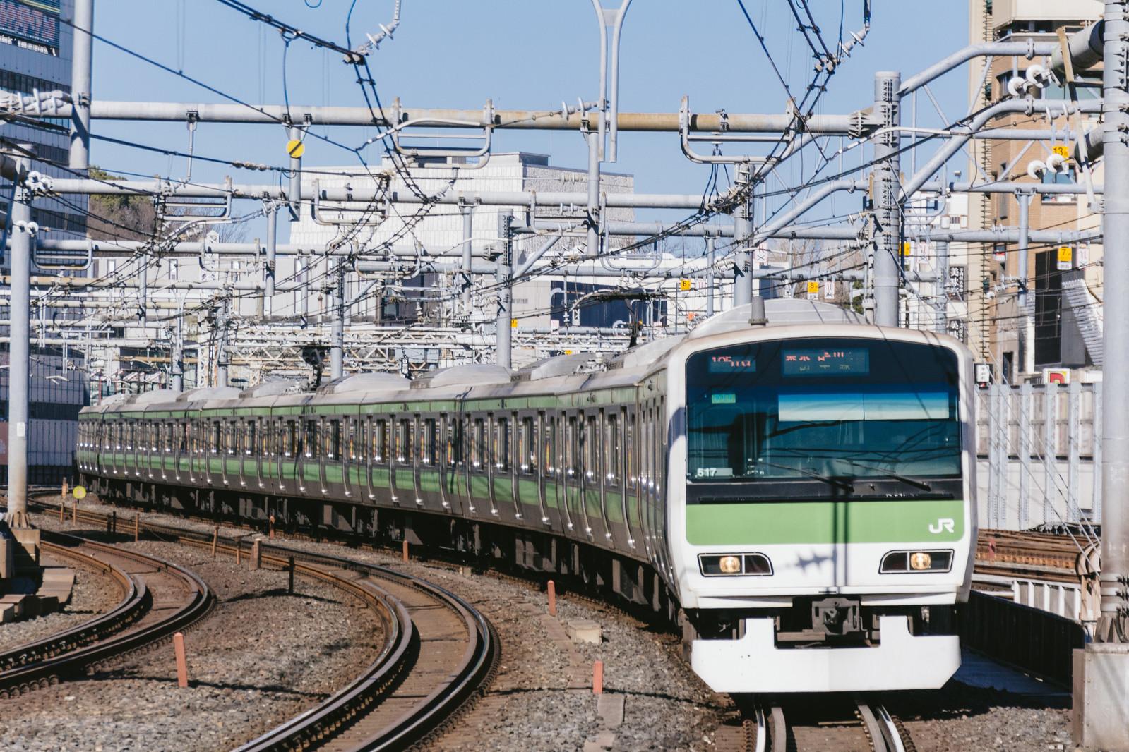 電車が走る写真