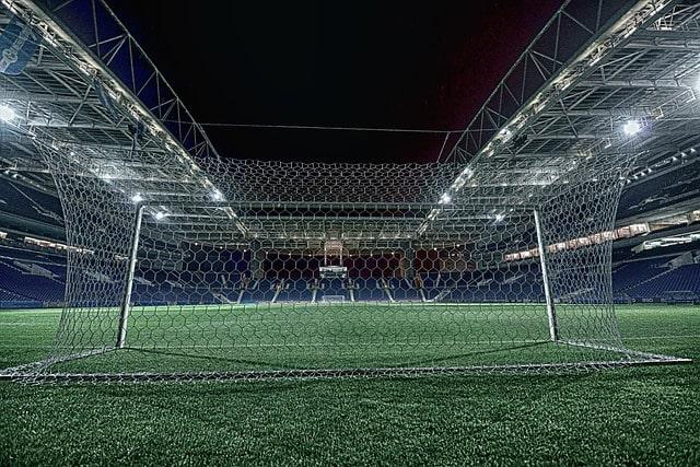 夜のサッカースタジアム